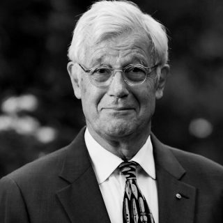 https://climateemergencysummit.org/wp-content/uploads/2020/02/JulianBurnside-1-320x320.jpg